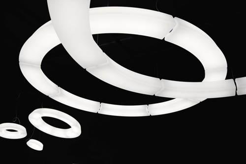 Componibile all'infinito, la lampada Circular Pol Xxl di Martinelli Luce