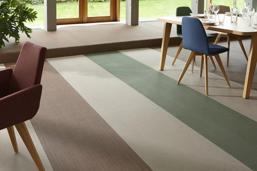 A Parigi, c'è molto spazio per il decorativismo e per il tessile: qui, il tessuto per pavimenti firmato Dickson