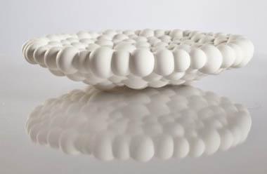 Grazie alla stampa 3d si possono realizzare lampade, vassoi, mobili... Un esempio è l'azienda italiana .exnovo