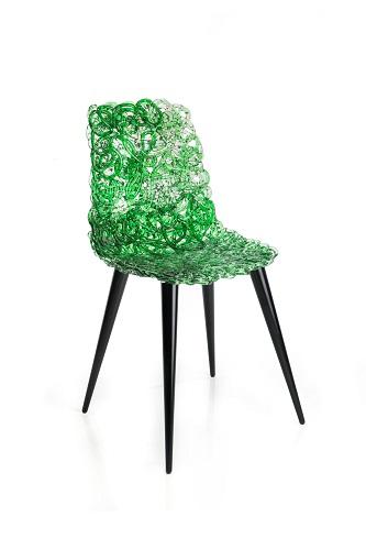 La scocca della sedia Gina è realizzata in policarbonato estruso e lavorato a mano, ideata da Jacopo Foggini per Edra