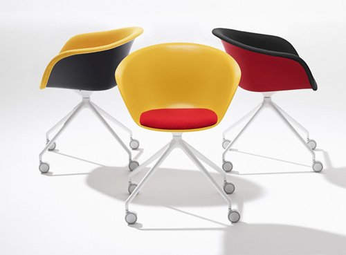 Su ruote, colorate e in vari materiali, le sedie ergonomiche Duna di Arper