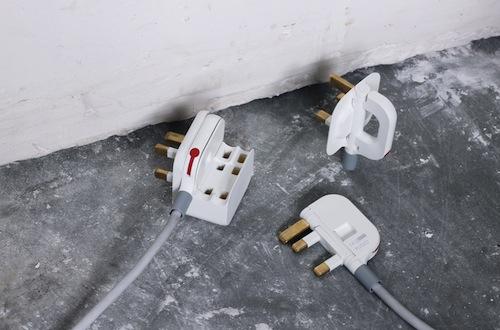 Mu Folding Plug: se la tecnologia sta diventando sempre più avanzata, le spine invece restano ingombranti e poco maneggevoli. Questa versione mini permette al corpo della spina di essere piegato, riducendo la sua dimensione