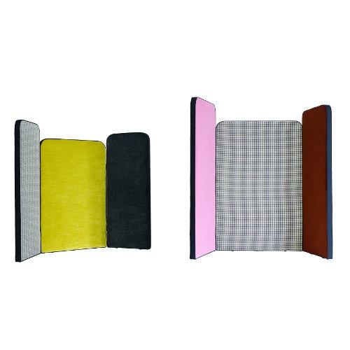 Diva è un paravento realizzato da Arflex per creare piccoli angoli di intimità. Le ante che lo compongono hanno misure diverse e possono essere composte e rivestite a secondo delle proprie esigenze (composizione a tre ante a partire da  2.564 euro)