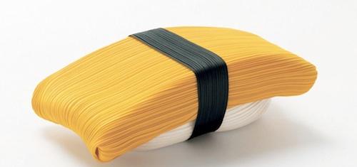 Il sushi è protagonista della campagna pubblicitaria di Issey Miyake per la linea Pleats Please: sono oggetti realizzati con i tipici tessuti plissettati dello stilista