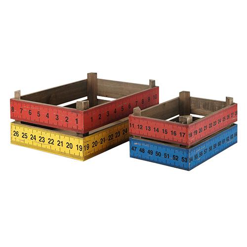 """Contenitori portatutto in legno colorato sono stampati con un motivo """"a righelli"""", firmati Maisons du Monde"""