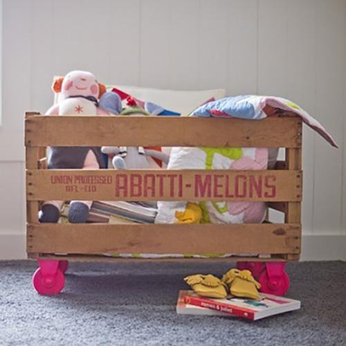 Contenitore con ruote per i giochi dei bambini