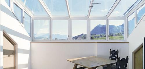 Da Finstral, le ampie vetrate per chiudere i balconi e verandare i tetti
