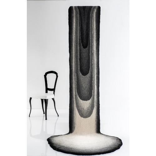 Shanko - Design ShankoRugs: l'essenza di ShankoRugs è fortemente radicato nella natura e nella cultuar islandese, dai disegni ispirati da un paesaggio unico. Ogni tappeto è accuratamente fatto a mano utilizzando  solo la più alta qualità di lana in un ottica sostenibile