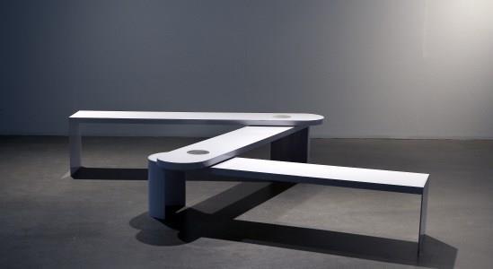 """Dalla collezione permanente, panchina """"Antiautoritäter Kindergarten"""" (""""Asilo antiautoritario"""", Zollstock / Rule #3 /Tripartite, 2007) di Cosima von Bonin. Pictoright Amsterdam/Stedelijk Museum Amsterdam"""