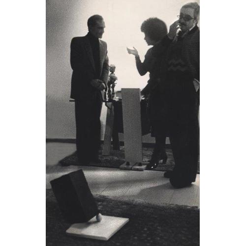 """Elio Marchegiani e Carola Pandolfo durante la presentazione del progetto """"Monolite in bilico"""" al sindaco di Gibellina Ludovico Corrao"""