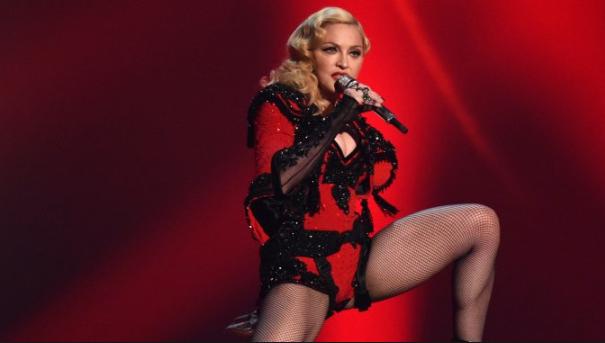 La regina del pop non ha gradito l'arredamento della suite dove è blindata. Ha inviato lo staff a caccia di mobili pastello