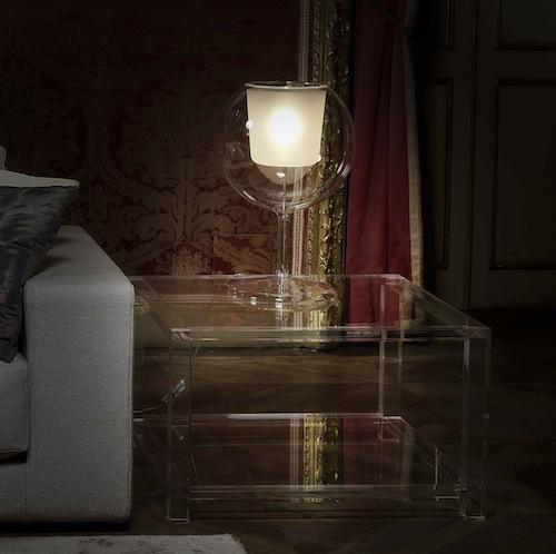 Il tavolino della collezione Futura, in plexiglas, di Pavia & Pavia International Design
