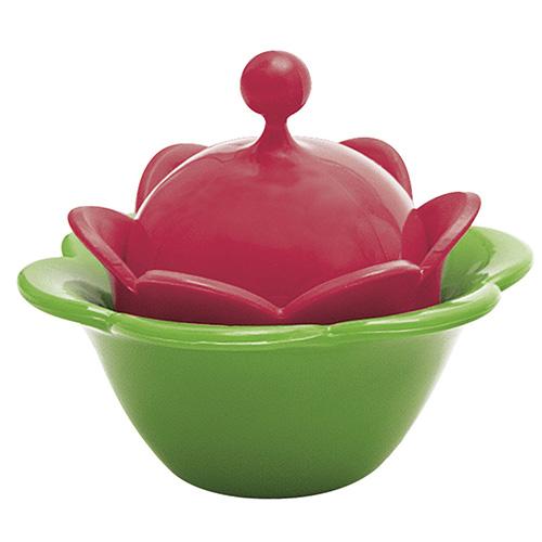 Per un omaggio floreale: ricorda il bocciolo di un fiore l'infusore per il tè galleggiante con piattino salvagoccia di Zak!Designs (6,90 euro)
