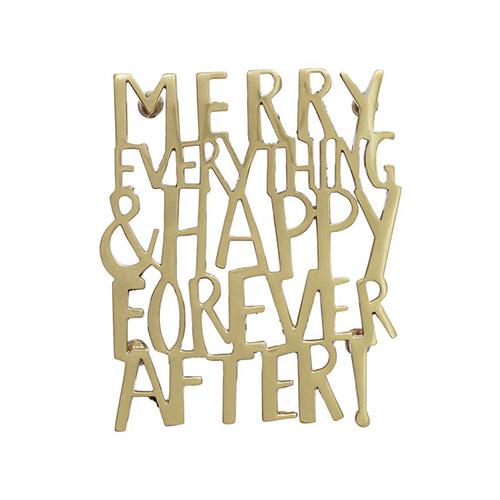Questo sottopentola in metallo di H&M Home regala un messaggio di buon auspicio per il nuovo anno (12,99 euro)