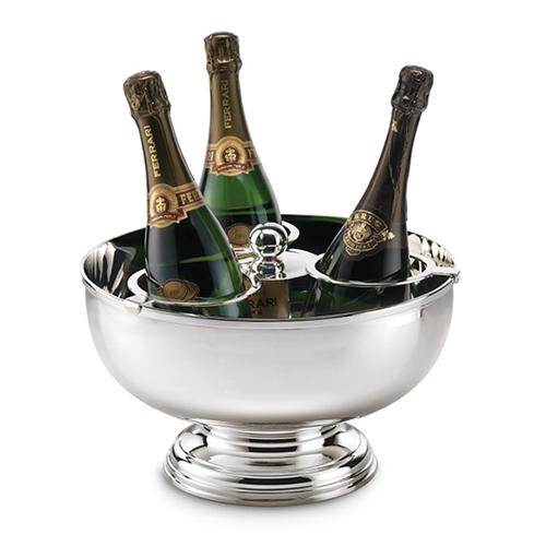 Per salutare l'anno vecchio e dare il benvenuto a quello nuovo, non può mancare a tavola una bottiglia di champagne. Ha ben tre sedi l'alzata rotonda in argento di Schiavon