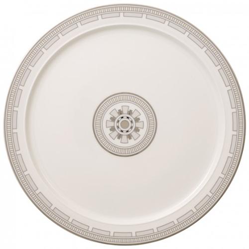 Piatto per servire i dolci di Villeroy&Boch. Fa parte del servizio La Classica Contura realizzato in Premium Bone Porcelain che si distingue per dettagli luminosi in vero platino (75 euro)