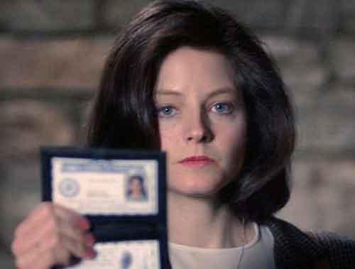 L'agente dell F.B.I. Clarice Starling (Jodie Foster): da semplice cadetto diventa agente a tutti gli effetti, grazie alle sue abilità che le fanno risolvere il caso del serial killer Buffalo Bill