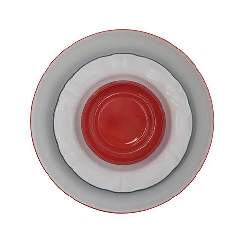 Perché non mixare piatti di serie diverse? Si chiama Why Not? ed è la proposta di Bitossi Home, qui nella versione con dettagli rossi che ben si sposano con la tavola del San Valentino (a partire da 17,41 euro)