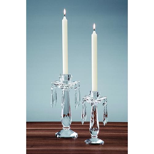 Organizzare una cena a lume di candela aiuta a  creare un'atmosfera intima e romantica. Il candelabro Retro Accessories di Villeroy & Boch crea raffinati giochi di luce (da 34,90 a 49,90 euro)