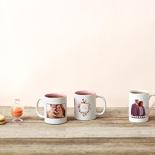 Niente è più speciale di un regalo personalizzato. Sul sito di Photobox basta una foto e un pizzico di creatività per realizzare una tazza che parla della vostra storia d'amore (a partire da 10,95 euro)