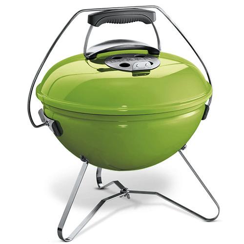 Non solo panini. Il barbecue portatile a carbone Smokey Joe Premium Spring Green di Weber si porta con facilità ovunque anche grazie al sistema di blocco coperchio per il trasporto (109,90 euro)