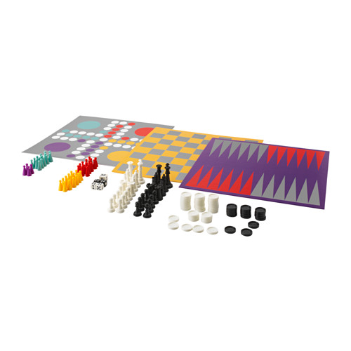 Dopo aver letto e riposato all'ombra di un albero è tempo di giocare. Lattjo di Ikea è una scatola che contiene ben 6 giochi adatti a tutta la famiglia: backgammon, scacchi, dama, dama cinese, ludo, mulino e solitario (9,99 euro)