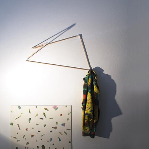 Appendiabiti/scultura da terra e da muro, Poligomi Flavio Pacino