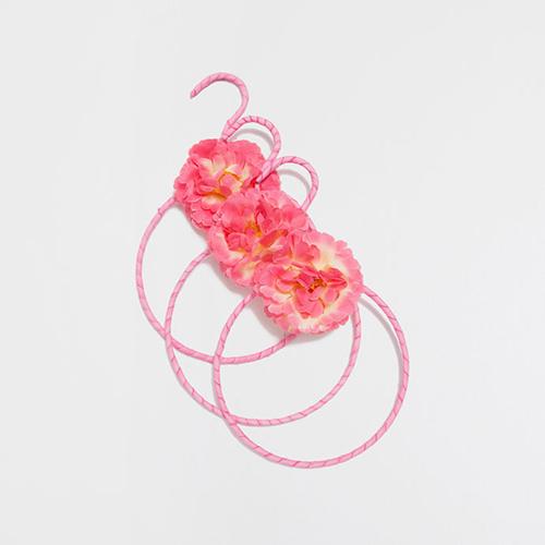 Gruccia pensata per riporre le sciarpe di Zara Home (set da 3 pezzi 11,99 euro)