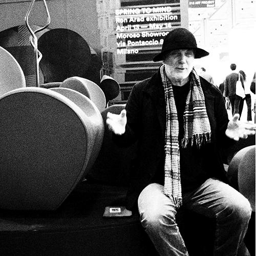 Ron Arad al Salone del mobile presenta anche degli oggetti preziosi per Swarovski Atelier Home, un alfabeto di lettere e numeri che possono essere usati come fermacarte o per comporre parole e messaggi