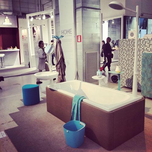 Il progetto Home è un'intera casa arredata dal designer Robert Bronwasser: ogni stanza un colore diverso. Per il bagno ha scelto il bianco, il marrone e l'azzurro