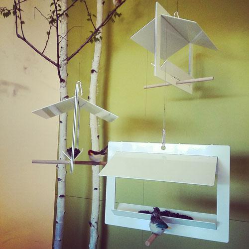 Chi l'ha detto che anche gli uccellini non possano avere dei gusti minimal per quanto riguarda la loro abitazione? Di certo non Olaf Riedel che ha progettato queste casette molto trendy
