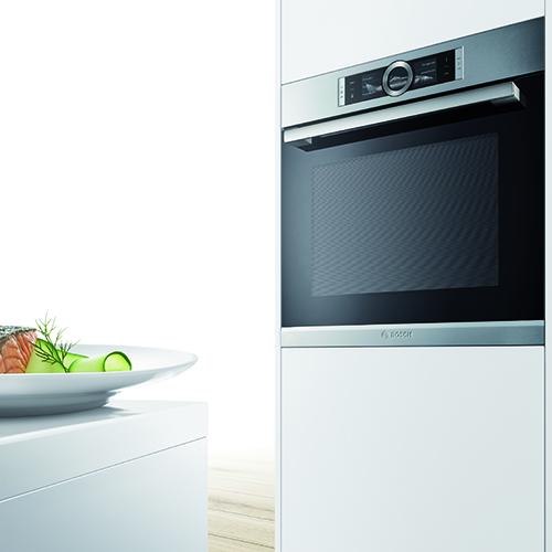 La Serie 8 di Bosch ha dei sensori che seguono ogni fase di preparazione della ricetta e regolano automaticamente le impostazioni del forno