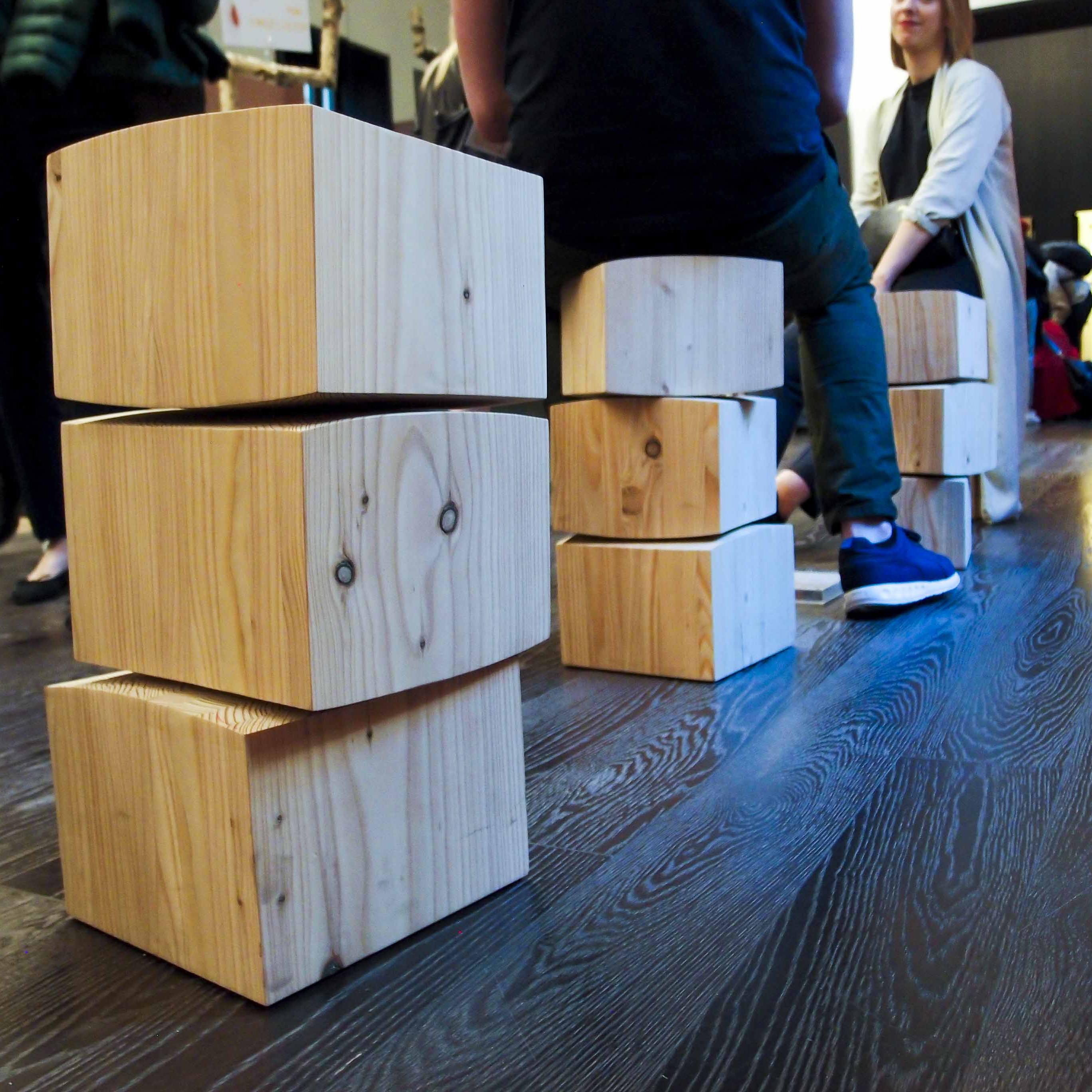 Masterly, The Dutch in Milan: Spine Stool è uno sgabello ergonomico disegnato da Studio Rene Siebum