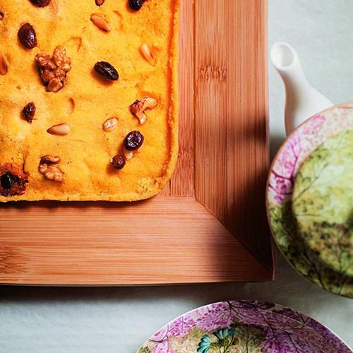 Tra le ricette raccolte da Rita Monastero la pizza romana di polenta con ricotta e frutta e secca (foto Giulio Di Mauro)