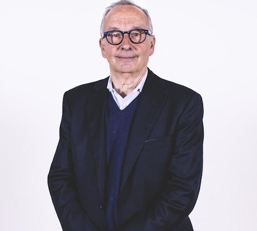 Walter Maria de Silva ha iniziato la sua carriera nel 1972 al Centro Stile Fiat di Torino. Nel 1975 è entrato a far parte dello Studio Bonetto di Milano, dove inizialmente si è occupato dei progetti riguardanti il design degli interni dei veicoli. Dal 1979 al 1986 è stato direttore del design e dell'area automobilistica presso l'Istituto Idea di Torino, dedicandosi alla supervisione di progetti per varie aziende dell'automobile