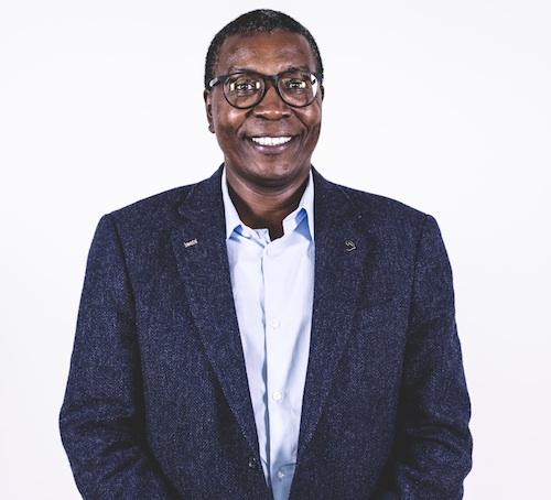 Mugendi K. M'Rithaa, industrial designer, docente e ricercatore presso la Cape Peninsula University of Technology, ha studiato in Kenya, negli Stati Uniti e in Sudafrica, ottenendo il dottorato di ricerca in Disegno industriale, Alta Formazione e Universal Design. Ha vissuto e insegnato in Kenya, Botswana, Sudafrica e Svezia, dedicandosi a varie declinazioni del progetto consapevole e socialmente responsabile