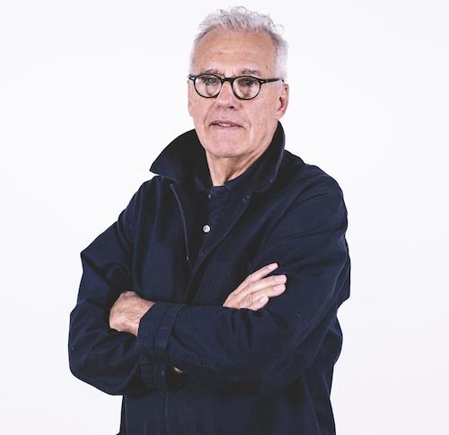 Marc Sadler, francese nato in Austria, ha vissuto ed esercitato la professione di designer in Francia, Stati Uniti, Asia e Italia. Tra i primi laureati in esthétique industriale all'ENSAD di Parigi con una tesi sulle materie plastiche, è stato pioniere della sperimentazione dei materiali e della contaminazione tra le tecnologie, divenute aspetti distintivi della sua attività