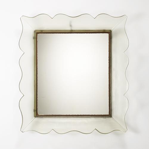 Specchiera con cornice in vetro battuto verde chiaro trasparente e struttura in ottone di Carlo Scarpa, Venini, Murano 1939 circa - Valutazione: 2.500,00 / 3.500,00 euro