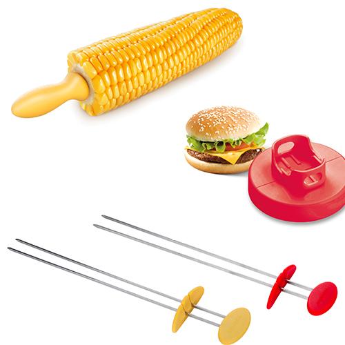 Spiedino doppio (2 pezzi 11.90 euro), stampo per hamburger (7.40 euro) e spiedino per pannocchia (6 pezzi 4.40 euro) di Tescoma
