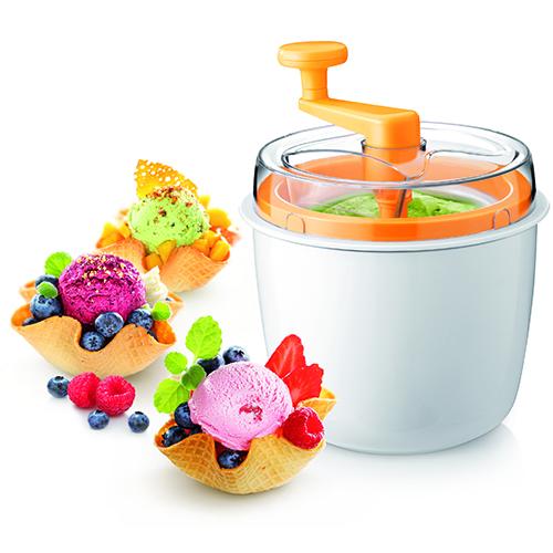 La gelatiera di Tescoma è perfetta anche per preparare sorbetti e cocktail alla frutta, alle creme, al cioccolato e allo yogurt. Nella confezione un utile ricettario (47.90 euro)