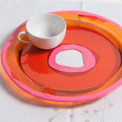Corsi Design, Try Tray - M, Fish Design di Gaetano Pesce. Vassoio rotondo in resina trasparente rigida arancione e rosa