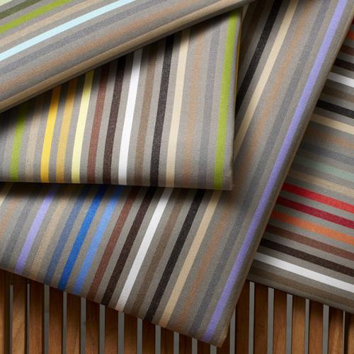 Sunbrella, collezione In&Out, linea Stripes. 12 nuove referenze di tessuti dai motivi a righe che assicurano tutti una protezione contro i raggi UV, traspirati e antimuffa: quindi perfetti anche per l'outdoor
