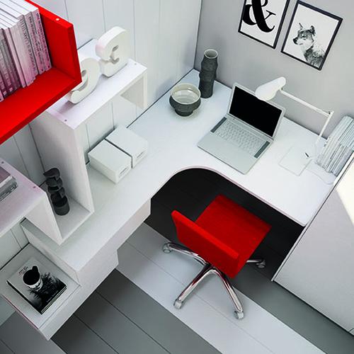 La scrivania di Moretti Compact sfrutta tutti gli spazi senza lasciare gli angoli inutilizzati, favorendo così la massima concentrazione. I numerosi piani d'appoggio e gli spazi contenitori aiutano l'organizzazione e a mantenere l'ordine
