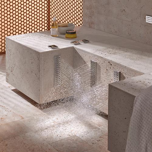 Si può usufruire della Leg Shower di Dornbracht anche da seduti