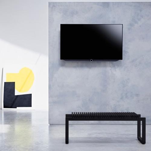 Loewe, televisore Bild 7 con tecnologia OLED. Questo prodotto offre un elevato rapporto di contrasto, nero oltre il nero e un ampio angolo di visione. Il pannello emette luce propria rendendo così molto alta la qualità dell'immagine