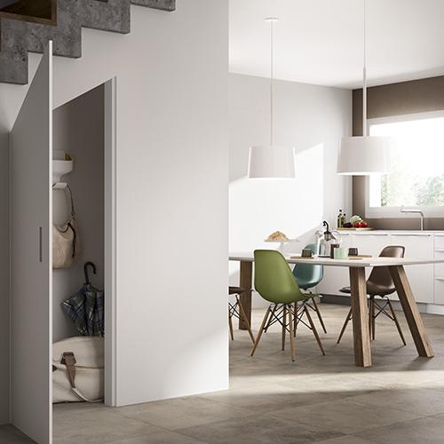 Il sottoscala è spesso uno spazio della casa che non viene mai sfruttato nel modo corretto. Da FerroLegno Skema, un sistema di chiusure ideale per vani cucina, cabine armadio, ripostigli, nicchie, vani sottoscala o quadri di controllo