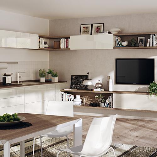 La cucina a vista sul soggiorno è un progetto che permette di sfruttare tutte le pareti in modo efficiente, come nel caso della soluzione di Scavolini