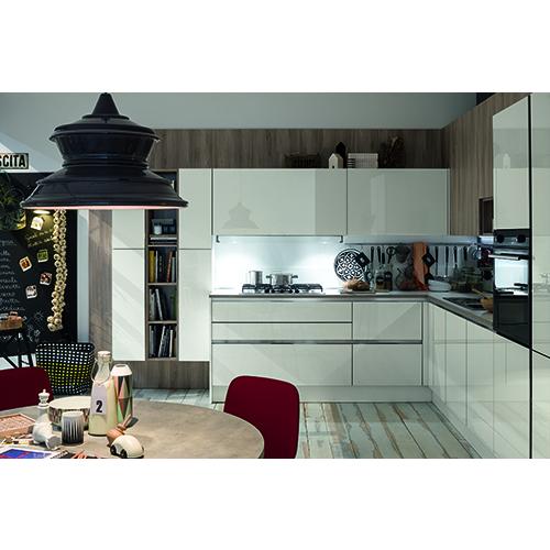 In cucina rappresenta una soluzione pratica e di grande valore funzionale: il modulo ad angolo  permette di sfruttare la profondità di questo spazio grazie a capienti elementi di contenimento, come propone Veneta