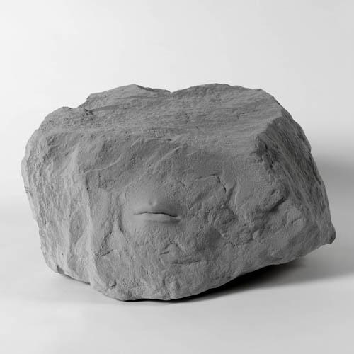 Andrea Salvatori, Pietra grezza, 2014, terraglia, ingobbi, 23x42x44 cm. Foto Dario Lasagni
