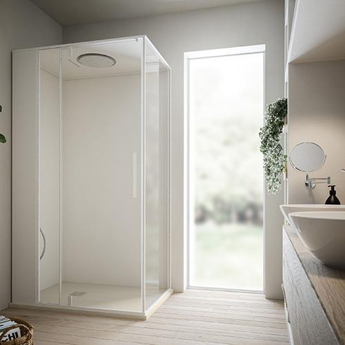 Benessere formato pocket:  Skin016 di Glas 1989 offre tutte le funzionalità di un box multifunzione con bagno di vapore e cromoterapia. Misura appena 80x80 centimetri ed è disponibile sia nella versione quadrata che semicircolare